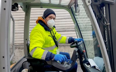 coronavirus : man with protective mask and gloves drives the for