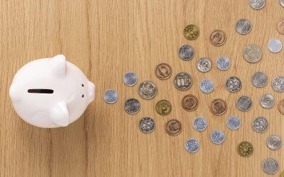 貯金箱と硬貨